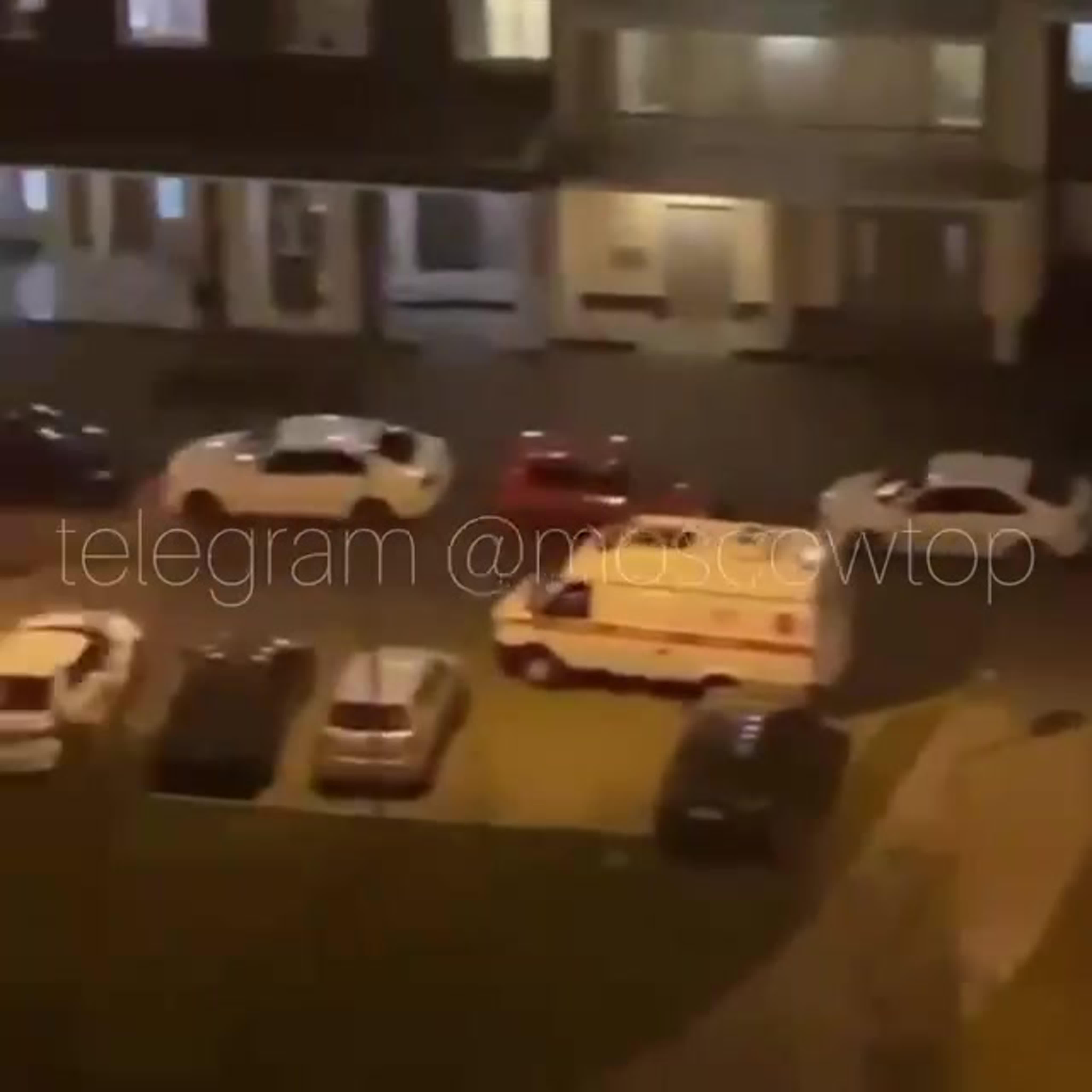 В ЖК «Внуково 2016» ночью бегал мужик с чем-то похожим на пистолет и произвёл несколько выстрелов.