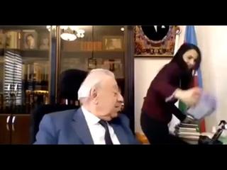 Азер пристает к дочке