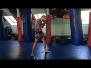 тайский бокс. работа на снаряде.