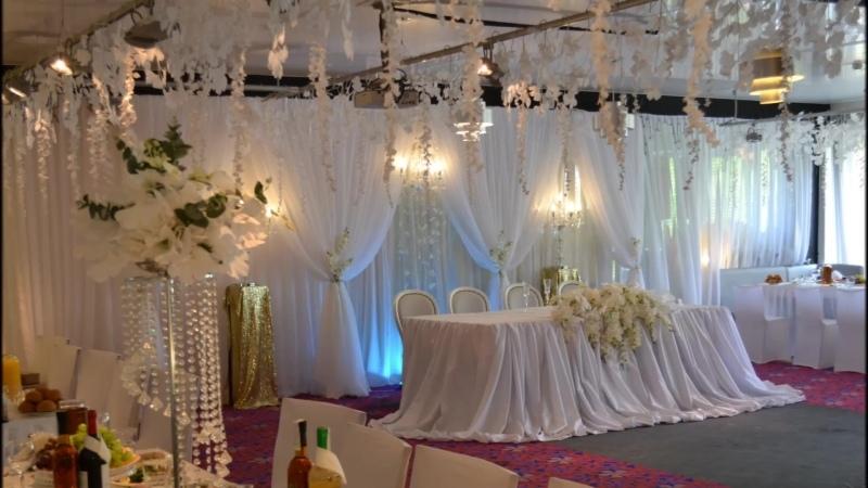 Белая свадьба с орхидеями