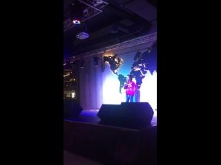 Марьям в Токио сити на своё день рождение поёт любимую песню