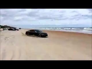 Audi RS7 крутит бублики (360p).mp4
