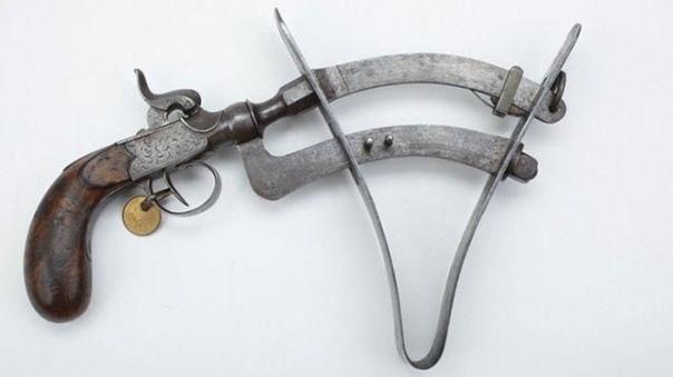 Эпроюветте (Eprouvette) старинное устройство, которое использовали для проверки качества пороха Стандартная ёмкость в пистолете заполнялась порохом, После этого нажимали на спуск. Газ от взрыва