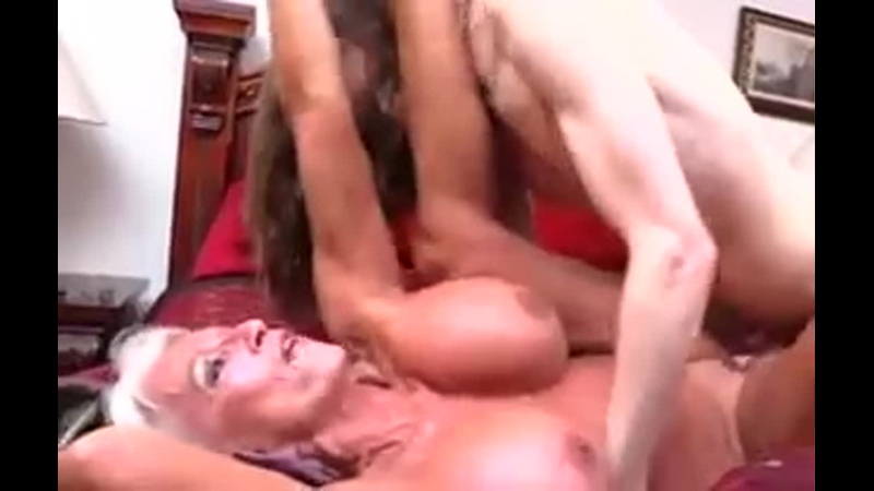 Мама застала сына с их сисястой бабушкой и помогла им  инцест pussy creampie sissy shemale hard mature milf big tits BBW granny