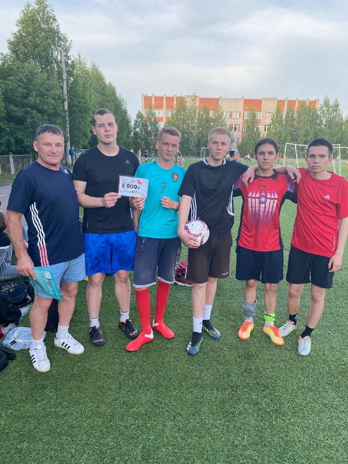 Соревнования по футболу среди молодежи прошли вчера
