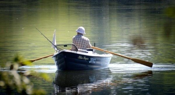 Спасатели из Марий Эл и Чувашии ищут рыбаков с перевернувшейся лодки