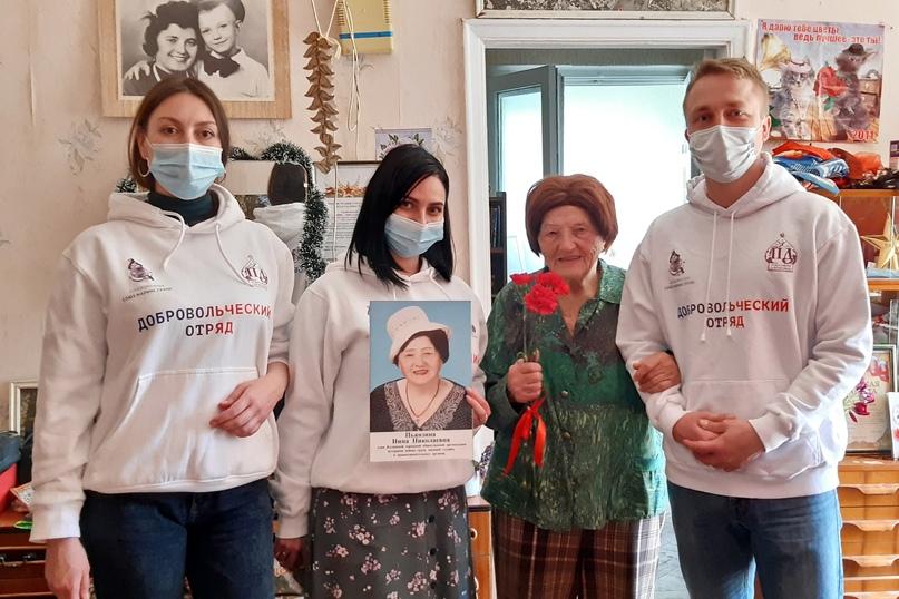 «Кланяемся каждому ветерану»: сотрудники отеля Yalta Intourist поздравили участников Великой Отечественной с Днём Победы, изображение №3