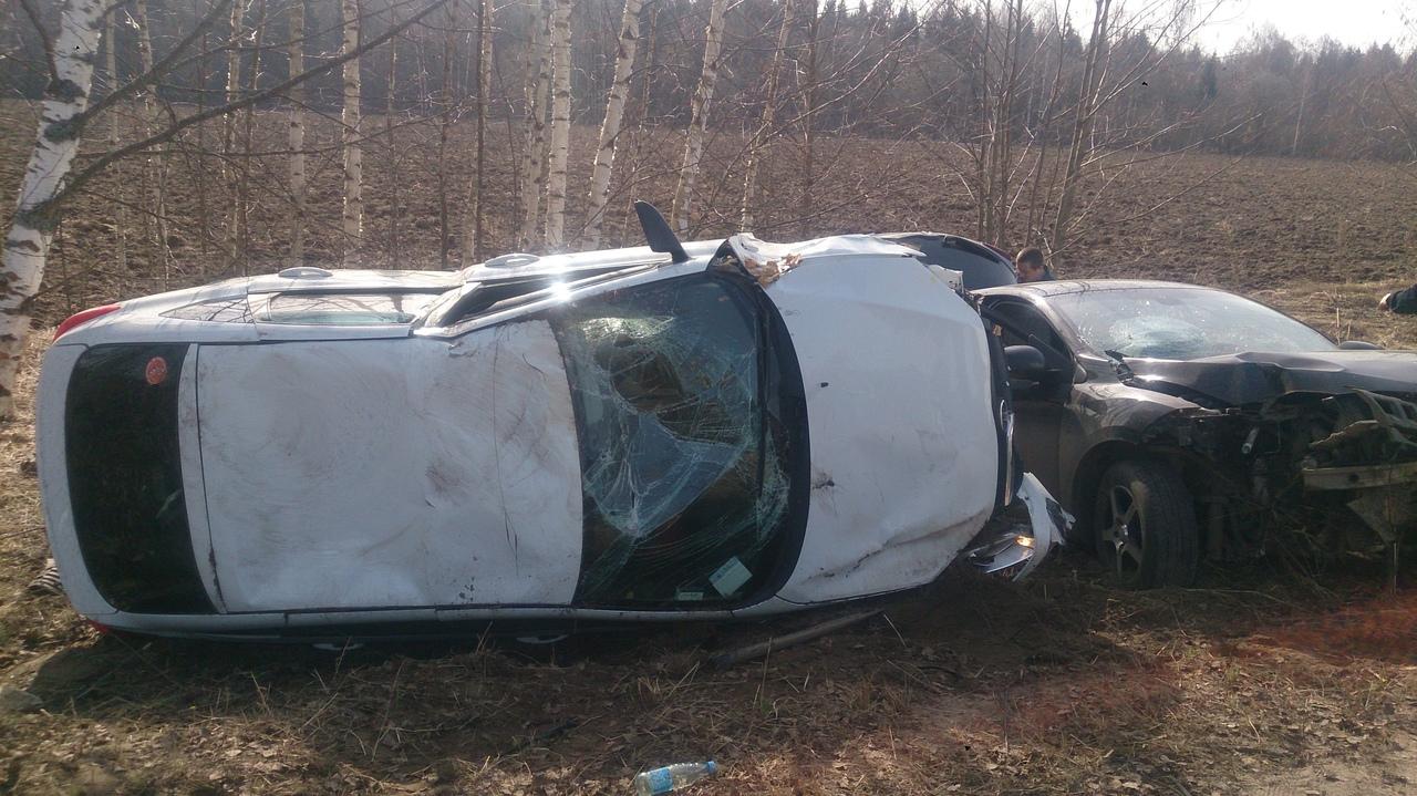 На автодороге Кимры-Клетино-Дубна водитель Рено спровоцировал ДТП с пострадавшими