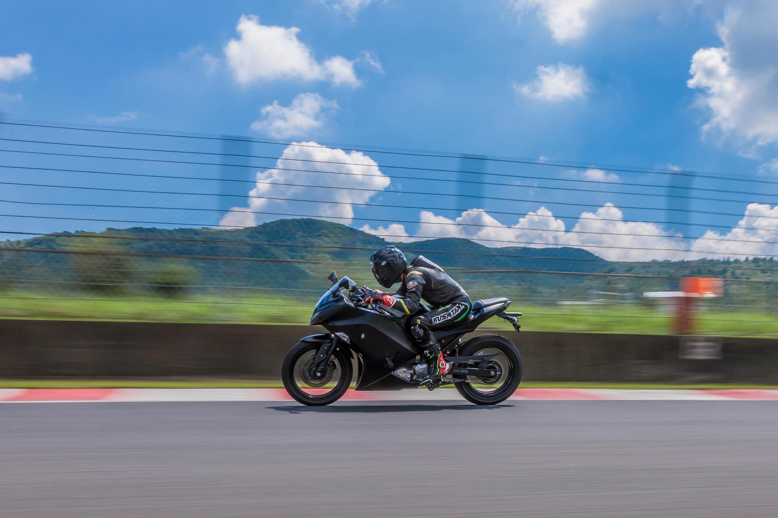Kawasaki выпустят 10 электрических и гибридных мотоциклов к 2025 году