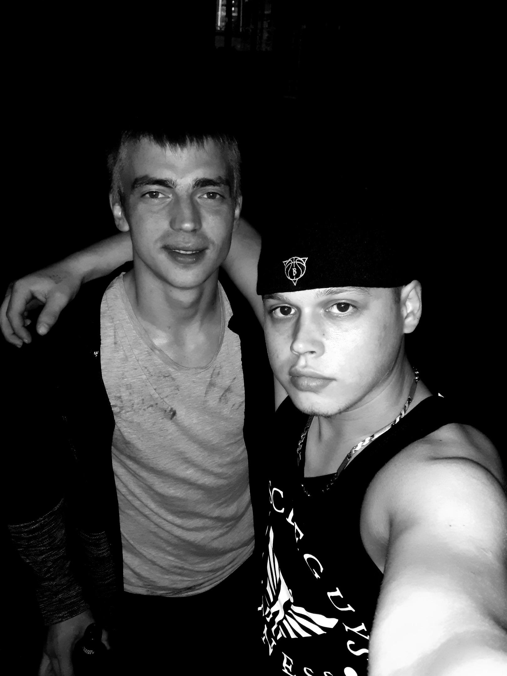 Владимир, 21, Kladbishche