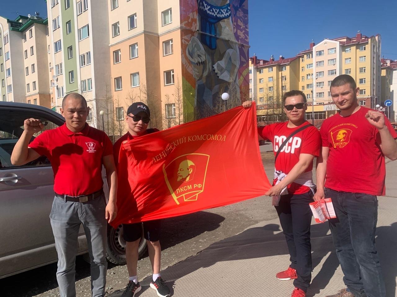 В Салехарде прошла акция «Красные в городе!»