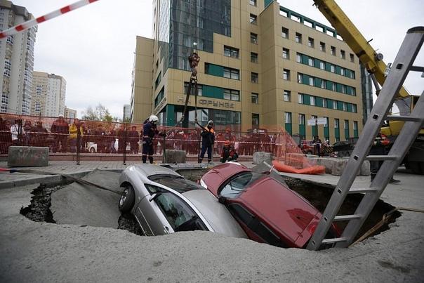 Ремонт теплотрассы на пересечении Фрунзе и Семьи Шамшиных...