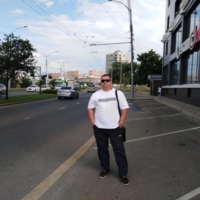 Олег Акатов