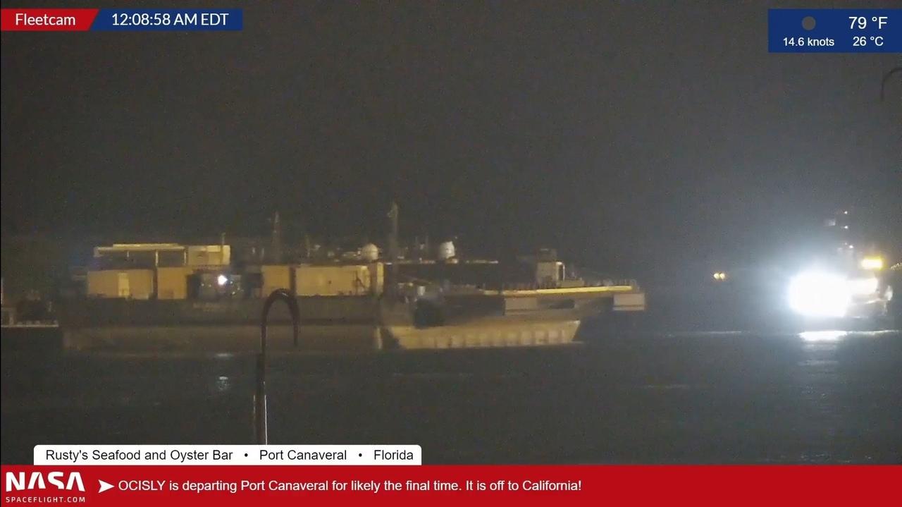 Платформа OCISLY выходит из порта Канаверал