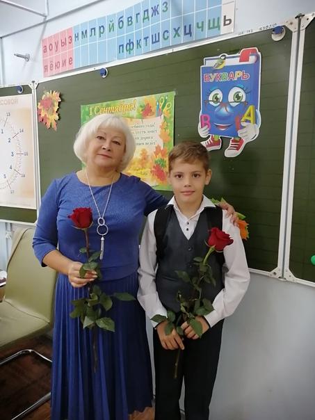 Лучший учитель начальных классов  Шуляк Галина Дмитриевна. Добрая, отзывчивая и всегда поможет в трудную