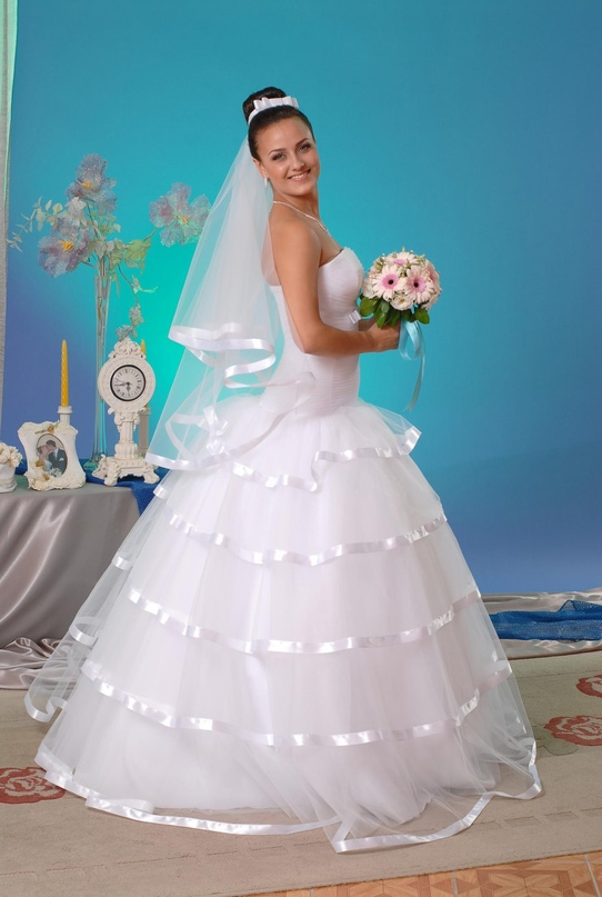 Платье 42-46 и фата в одном стиле, под | Объявления Орска и Новотроицка №23736