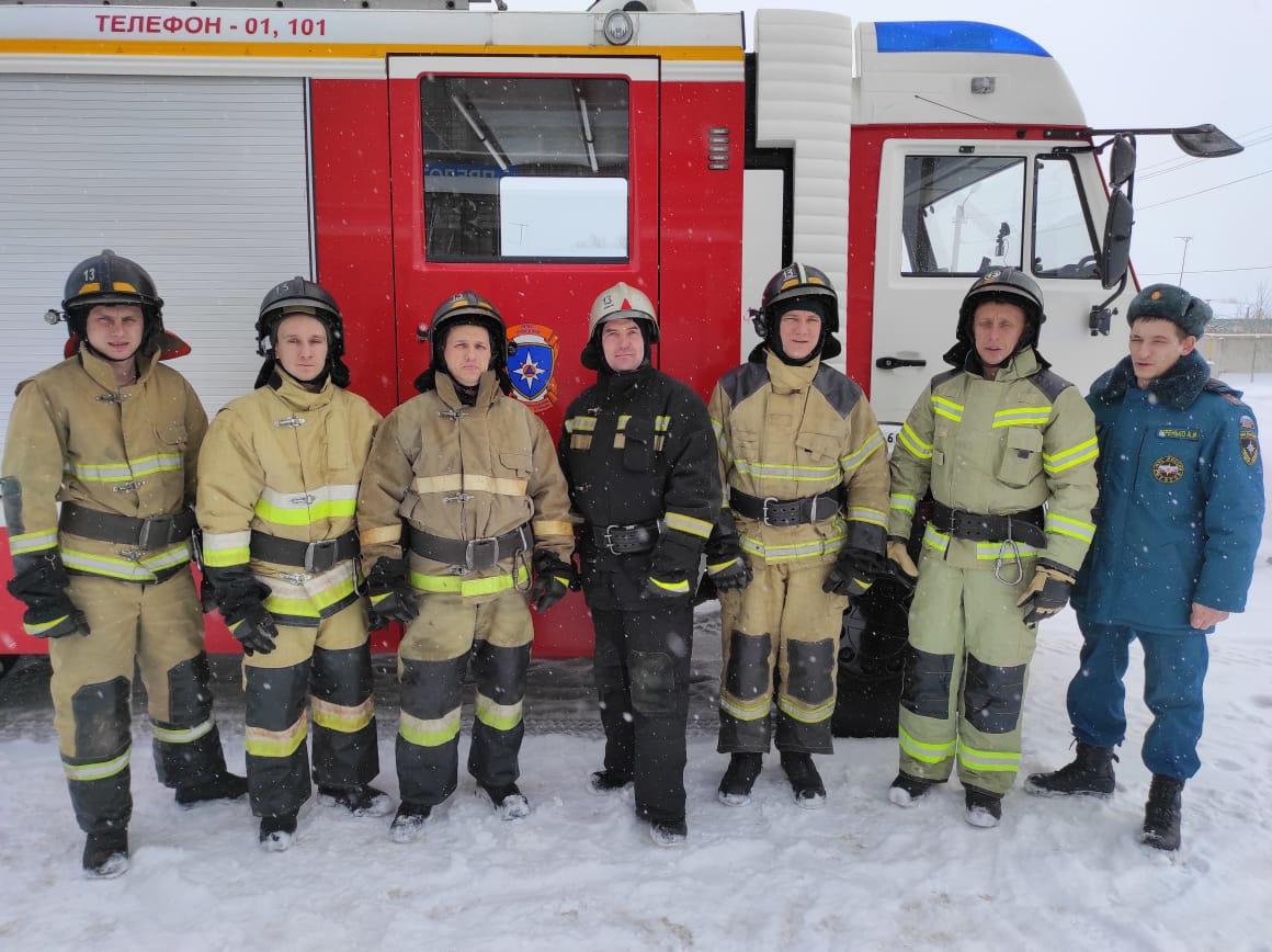 Эти бойцы (на фото) спасли пять человек