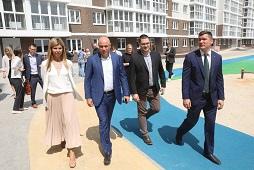 Игорь Артамонов сообщил, что до конца года в регионе все проблемные дома должны быть достроены