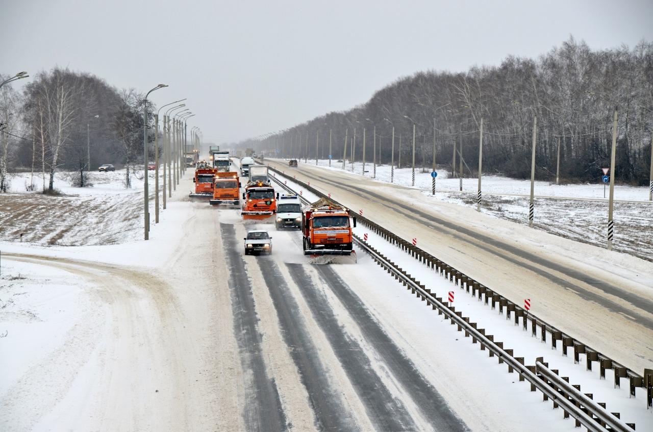 Обеспечивать бесперебойное движение на трассах в южных регионах будут порядка 300 единиц техники