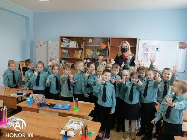 Первоклашкам о ПДД: в Пушкинской школе прошли открытые уроки «Безопасные дороги»