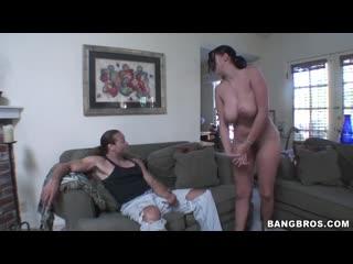 Жёстко трахает проститутку с большими дойками в волосатую киску, sex porn milf milk big saggy tits milf girl cow (hot&horny)