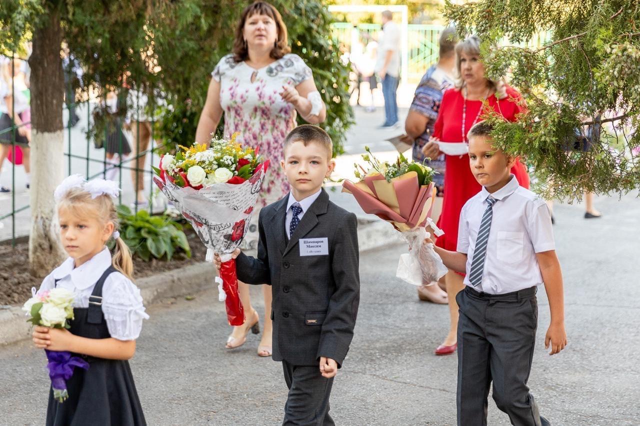 Лисицкий: «За школьные парты городских учреждений впервые сядут почти 3 тысячи юных таганрожцев»