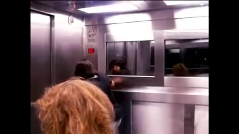 Asansörde Korku Filmi Gibi Kamera Şakası 18