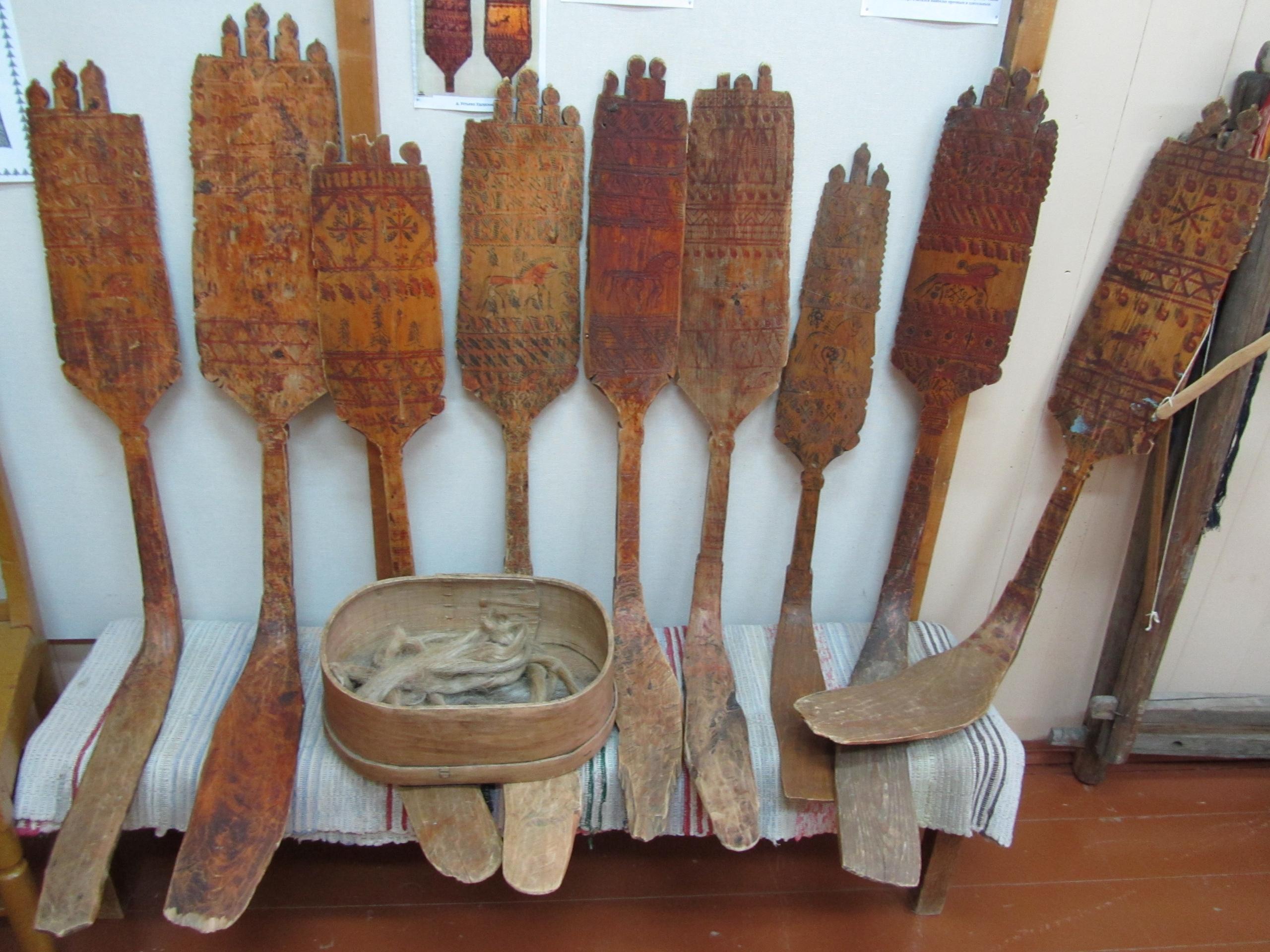 Прялки в краеведческом музее в Усть-Вымь