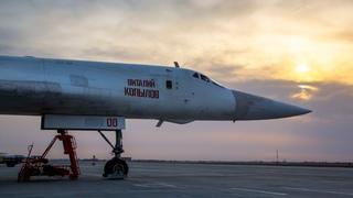 Пилоты Ту-160 и Ту-95МС отработали пуски ракет и дозаправку в воздухе