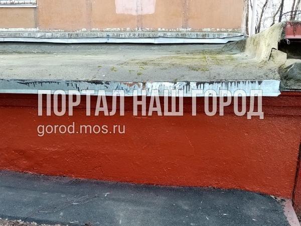Ответственные службы очистили фасад дома на Маршала Чуйкова от посторонних надписей