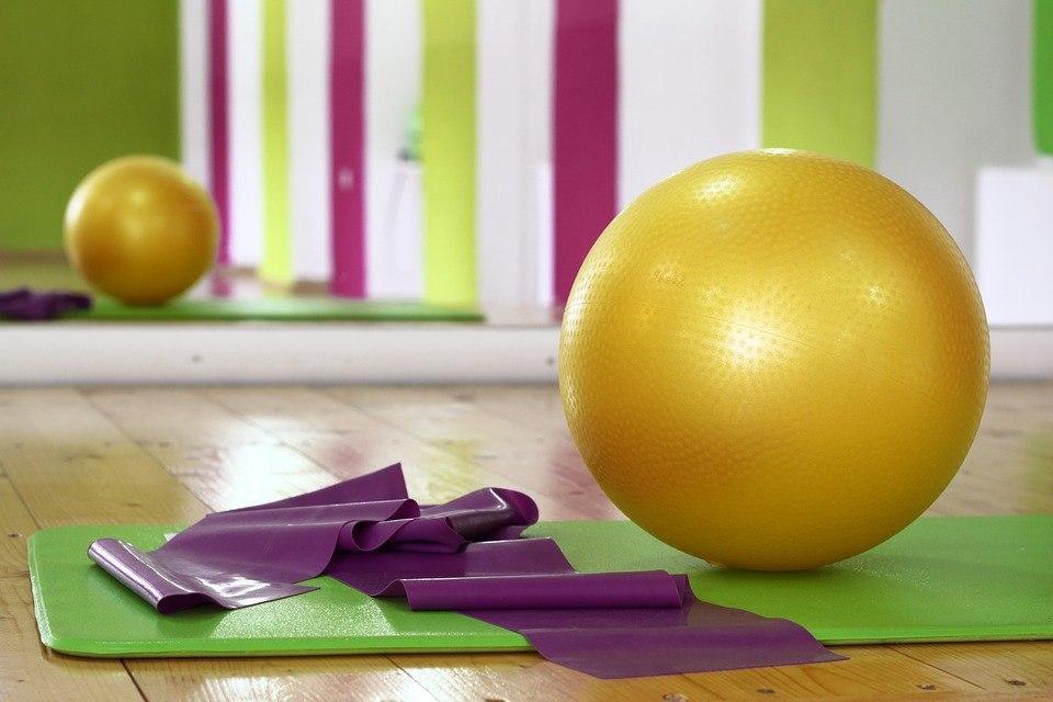 Тренировки по фитнесу продолжаются в школе № 1359 в рамках проекта «Московское долголетие»