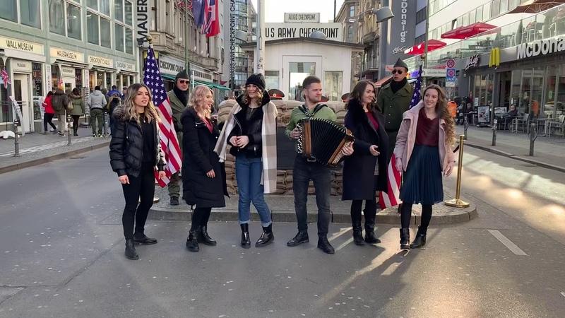 Девочки поют в Берлине! Checkpoint Charli