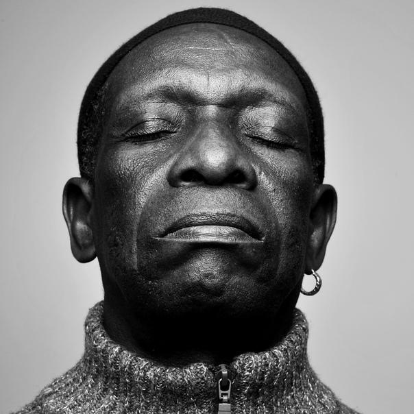 Сегодня умер великий барабанщик, пионер афробита ...