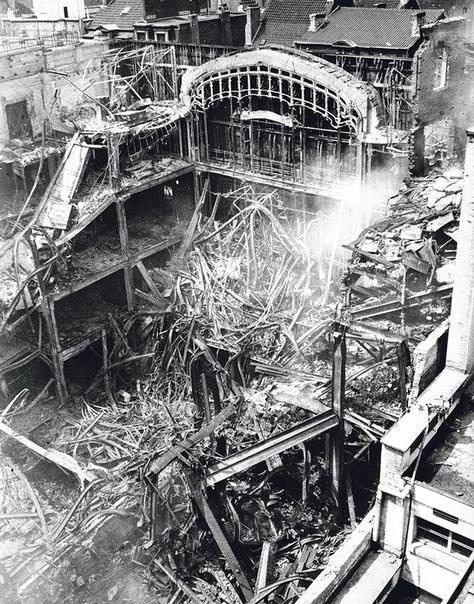 Огненный шопинг. Брюссель (Бельгия), 22 мая 1967 года. Универмаг «Инновасьон» (по-нашему «Новинка») был крупнейшим моллом Брюсселя и занимал целый гектар площади. Торговый центр на улице Нев