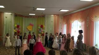 Песня на выпускном Даша Коваль в малиновом платье