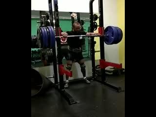 Аркадий Шалоха приседает 290 кг на 5