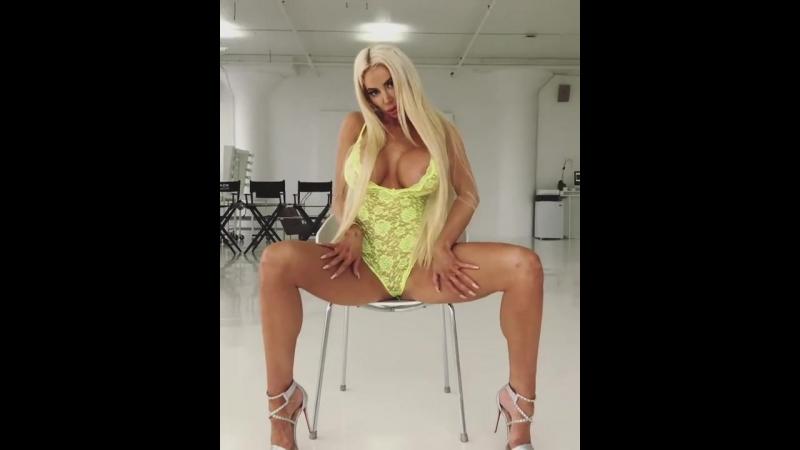 Nicolette Shea показывает свои прелести (большие сиськи, жопа, голая, порно, boobs, tits, big ass)